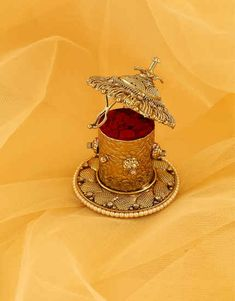 Select beautiful range of sindoor box online from the huge collection. We offer silver kumkum box, gold plated kum kum bharani and fancy sindoor dani at best price. Teacher Birthday Gifts, Birthday Gifts For Brother, Anniversary Gifts For Husband, Birthday Gifts For Boyfriend, Wedding Gifts For Friends, Wedding Gifts For Bride, Brass Diyas, Silver Payal, Mang Tikka