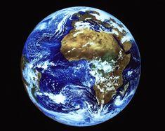 La véritable mondialisation de l'économie, c'est-à-dire un développement harmonieux de la production, unifiant réellement le monde en intégrant les besoins de tous et les capacités de tous, ne peut pas être réalisée par le capitalisme. C'est le communisme qui l'accomplira. C'est la seule perspective pour l'humanité, autre que la barbarie capitaliste. Elle est réalisable : l'humanité en a tous les moyens. Vive la révolution prolétarienne et vive le communisme !