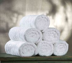The best bath towels that you should use are white bath towels. This towel has clean and refreshing feeling so you could use it for any theme that you have Smelly Towels, Bath Towels, Pool Towels, White Hand Towels, How To Fold Towels, Door Shoe Organizer, Bathroom Cleaning Hacks, Cleaning Tips, Marseille