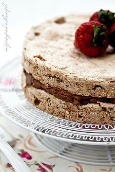 Hazelnut meringue and chocolate cream Hazelnut Meringue, Meringue Cake, Polish Desserts, Chocolate Cream, Food Cakes, Sweet Cakes, Yummy Yummy, Nutella, Cake Recipes