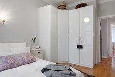 Narożna szafa w sypialni
