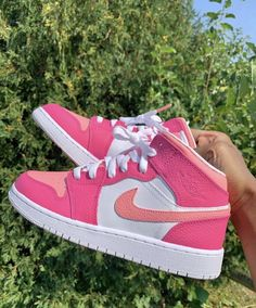 Dr Shoes, Cute Nike Shoes, Swag Shoes, Cute Sneakers, Hype Shoes, Shoes Sneakers, Pink Nike Shoes, Jordan Shoes Girls, Girls Shoes