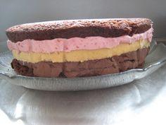 Kage med hindbærmousse og chokoladeganache