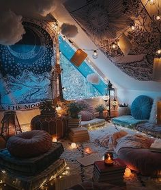 Via What do you like most about this magical room? Credits @ Via What do you like most about this magical room? Chill Room, Chill Out Room Ideas, Indie Room, Cute Room Decor, Boho Room, Room Ideas Bedroom, Cozy Bedroom, Décor Room, Peaceful Bedroom