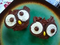 Owl cupcakes.