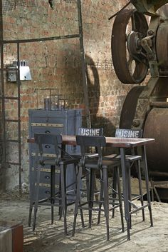 This vintage industrial home will bring a renewed breath of fresh air into your home interior decor! The way it fits into the whole style o Industrial Interior Design, Industrial Living, Industrial Interiors, Industrial Farmhouse, Industrial Chic, Industrial Furniture, Vintage Industrial, Steel Furniture, Industrial Revolution