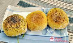 Panini soffici da hamburger fatti con pasta madre. Hamburger, Panini, Burger Buns, Bread, Food, Dinner, Brot, Essen, Baking