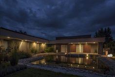modern garden pond house (22)