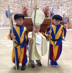 Swiss guard costumes and Pope John Paul II Nun Catholic, Catholic Religion, Catholic Kids, Catholic Saints, Roman Catholic, Catholic Memes, Gay Halloween Costumes, Boy Costumes, Saint Costume