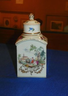 Tea Caddy. French Sevres Porcelain. 19th Century.