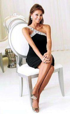 El estilo único de Isabel Preysler: fotos de los looks - Isabel Preysler con vestido tirante glitter