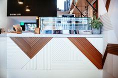 Archives des Visites privées - Blueberry Home Blueberry Home, Style Californien, Juice Bar Design, Reception Desk Design, Counter Design, Restaurants, Cafe Design, Store Design, Cafe Interior