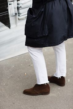 jhilla:  White jeans, cut-off hems, perfect Chukkas.