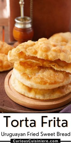 Torta frita criolla. A crispy fried dough, tossed in sugar, and served with mate for an afternoon snack. Breakfast Cookies, Sweet Breakfast, Fritas Recipe, British Scones, Bread Recipes, Snack Recipes, Skillet Bread, Healthy Granola Bars