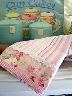 Romantic Cottage roses tea towel for the shabby chic kitchen. by Created by Cath., via Flickr Fabric Crafts, Sewing Crafts, Sewing Projects, Shabby Chic Kitchen, Shabby Chic Decor, Vintage Kitchen, Dish Towels, Tea Towels, Romantic Cottage