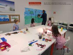 Encuentro de los niños y niñas con el pintor e ilustrador Edgar Plans. Actividad enmarcada dentro del programa CREActividades Pintar-Pintar del Centro Niemeyer