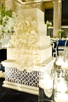 Modern and graphic with just a touch of romance on this stunning wedding cake...
