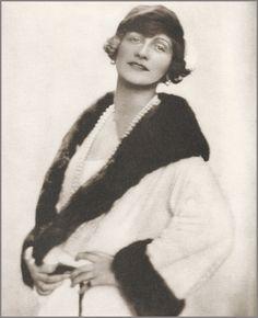 Coco Chanel (1923, by Baron Adolf de Meyer) #CocoChanel Visit espritdegabrielle.com   L'héritage de Coco Chanel #espritdegabrielle