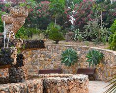 Font Salva ornamentada con Agave attenuata en el Jardí Cactus D'Algar, Alicante, España. by Plantas Y Jardin, via Flickr