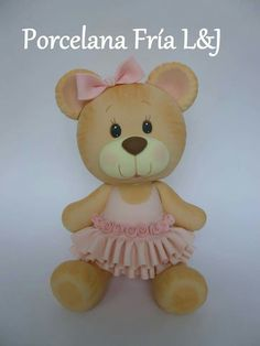 Lindos trabajos Clay Bear, Bear Toy, Food Crafts, Clay Crafts, Fondant Teddy Bear, Bear Party, Polymer Clay Animals, Clay Figurine, Fondant Toppers