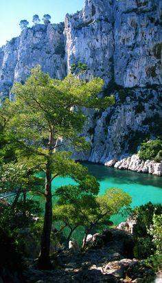 Calanques de Marseille et si vous optiez pour la location de voitures, vélos, parkings, appareils photo ... entre Marseillais grâce à www.placedelaloc.com ?