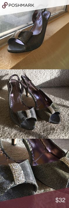 J. Renee Glimmer Heels These pewter slingback heels have a lovely glimmer have a decorative bow that could give your outfit that special pop. In perfect condition J. Reneé Shoes Heels