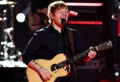 """57 Millionen Mal: Der britische Popstar Ed Sheeran hat beim Musikstreamingdienst Spotify einen Rekord aufgestellt. Sein am Freitag erschienenes Album """"Divide"""" wurde bereits am ersten Tag knapp 57 Millionen Mal gehört. Damit übertrumpfte der 26-jährige Musiker den bisherigen Rekordhalter, die R&B-Truppe The Weeknd's (""""Starboy""""), deutlich. Mehr Bilder des Tages auf: http://www.nachrichten.at/nachrichten/bilder_des_tages/ (Bild: Reuters)"""