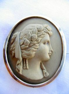 Vintage Lava Cameo in Gold Frame Brooch