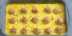 Den nemme opskrift giver saftige kødboller og en dejlig cremet karrysovs.