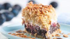 Švestky rozhodně nepatří jenom dopovidel. Tenhle koláč zdrobenkového těsta smákem, tvarohem ašvestkami rozzáří vaše odpoledne! Plum Cake, Food And Drink, Pie, Sweets, Cakes, Prune Cake, Torte, Cake, Gummi Candy