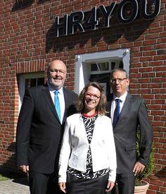 HR4YOU ist eine Aktiengesellschaft. Im Bild ist der Vorstand der neuen HR4YOU AG v.l.n.r. Axel Rekemeyer, Ute Rekemeyer und Konrad Schlebusch.