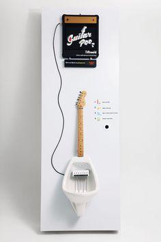 사진은 권력이다 :: 소변을 보면 기타를 연주 할 수 있는 전자기타 소변기