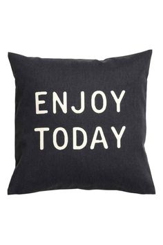 Text print cushion cover: Cushion cover in cotton twill with a text print on the front and a concealed zip.