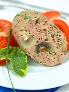 Pyszny klops z pieczarkami powoli gotowany w niskiej temperaturze.  Łatwy, ziołowy, z pieczarkami. Pyszny! Na kanapkach lub z pikantnym sosem.
