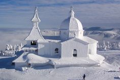 After a snow storm in Czech Republic. Looks like a snow castle. Albania, Beautiful World, Beautiful Places, Beautiful Scenery, Cathedral Church, Old Churches, Le Palais, Place Of Worship, Czech Republic