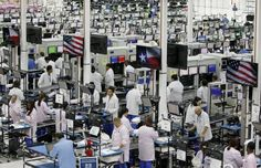 McClatchy-Tribune Flextronics, a plant making the new Moto X phones, in Fort Worth, Texas, on Tuesday. Google Inc. Chairman Eric Schmidt cal...