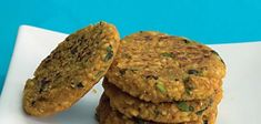 Oats Moong Dal Tikki (Healthy Snack) Video - Delicious and healthy combination of protein rich yellow moong dal, fibre-rich oats and a range of indian spices to make a perfect health treat. Yummy Veggie, Yummy Healthy Snacks, Yummy Food, Healthy Dinners, Healthy Eating, Tasty, Oats Recipes Indian, Indian Snacks, Diet Recipes