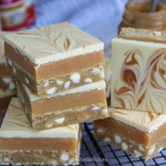 Tray Bake Recipes, Brownie Recipes, Baking Recipes, Cookie Recipes, Chocolate Deserts, Caramel Chocolate Chip Cookies, Eid Biscuits, Millionaire Shortbread Recipe, Eid Cake