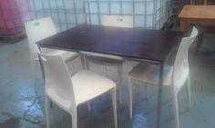 Mesa con 4 sillas pueden de madera o sillones de plastico PVC medidas 1,20 X 75.