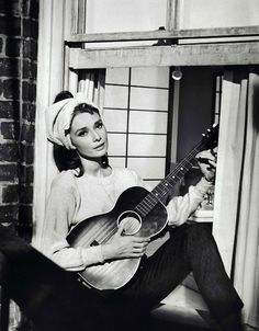 Rare Audrey Hepburn Moon River....scene form Breakfast at Tiffany's Loved her in this movie... ŚCIANA