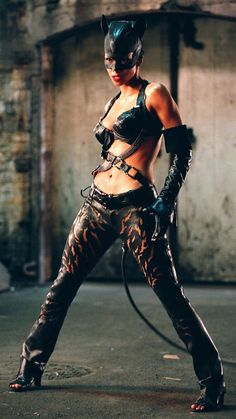 Halle Berry | Catwoman (2004) Catwoman 2004, Catwoman Cosplay, Batman And Catwoman, Batgirl, Black Catwoman, Catwoman Comic, Batman Robin, Catwoman Halle Berry, Cosplay Costumes