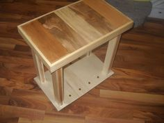Awesome Recycled Side Table  #pallettable #recyclingwoodpallets #sidetable This project was going to be rustic until I cleaned up one side of the pallet wood and just ended up going with it. ...