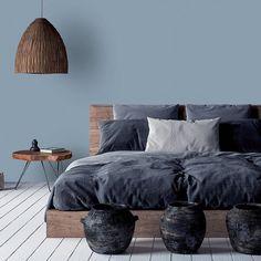 """Tollens on Instagram: """"Comme un air de bord de mer dans cette chambre faite de Bleu Acier et de parquet blanc... 🌊 • • • • #borddemer #parquetblanc #meublesenbois…"""""""