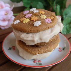 Puha (akár vegán, gluténmentes) protein sütik - fagyis szendvicsek! Nap, Doughnut, Protein, Muffin, Breakfast, Desserts, Food, America, Morning Coffee