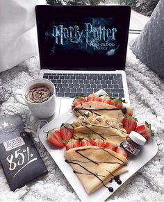 Image about food in SweetLove🍰 by Ursule on We Heart It Sleepover Food, Fun Sleepover Ideas, Cute Date Ideas, Think Food, Food Goals, Aesthetic Food, Food Cravings, Food Porn, Harry Potter