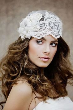Ivory bridal lace veil cap by Gadegaard Design. Photocredit: www.tinaliv.com Model: Mira Obling