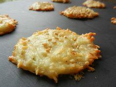 J'ai découvert cette recette merveilleusement bien illustrée sur le blog de Chris & Clo &Tambouille&. Ces petits biscuits apéro sont moelleux dedans et croustillants autour! Pointez le bout de votre nez chez elles, vous y découvrirez des astuces de décos,...