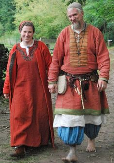 Scot and Maggi in Rus garb! They are Vikings I Like! I just saw them at Pennsic. Viking Garb, Viking Reenactment, Viking Men, Viking Dress, Viking Costume, Medieval Costume, Folk Costume, Costumes, Norse Clothing