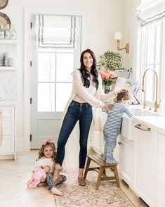 My favorite/comfiest new shoes to wear for that busy mom life (that are actually slippers)! I first saw Meghan Markle wearing and… Rachel Parcell Instagram, Casa Feng Shui, Pink Laundry Rooms, The Scout Guide, Mommy Style, How To Pose, Mom Outfits, Pink Peonies, Beautiful Kitchens