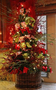 Savvy Seasons by Liz: Christmas Kitchen  (4 ft. tree in a basket...great for smaller spaces)